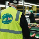 Buyers snap up Batlow apples on roadside stall